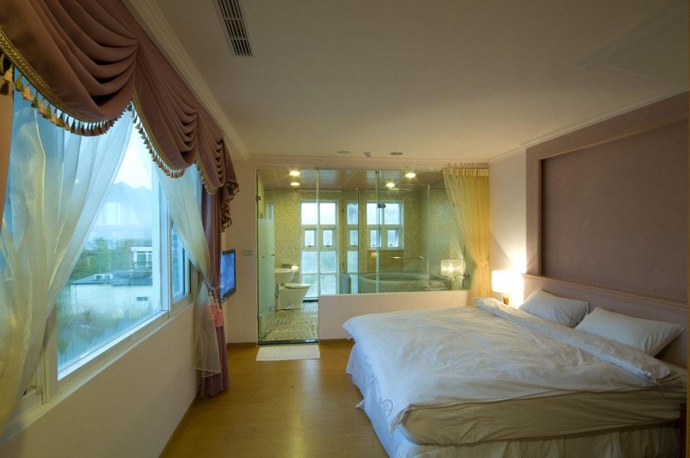 حمامات زجاج داخل غرف النوم (4)