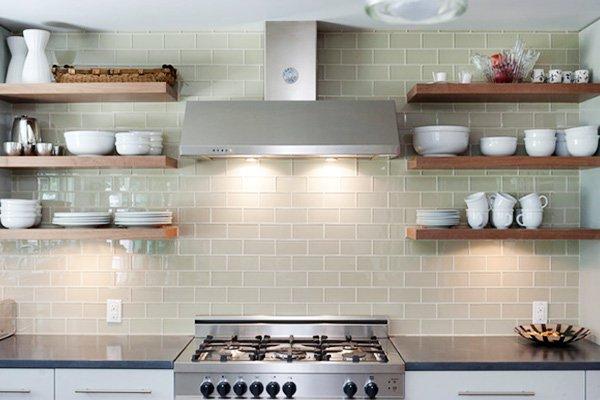 f278087037830 ديكورات رفوف للحائط لتزيين المطبخ و جعله أكثر إتساعا - ديكورموز