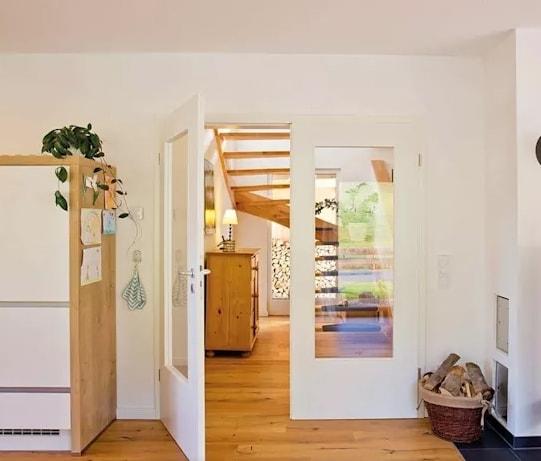 باب غرفة كلاسيك من الخشب و الزجاج