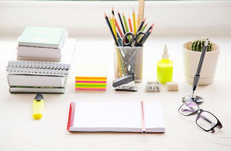 افكار لتزيين طاولة المكتب في العمل (4)