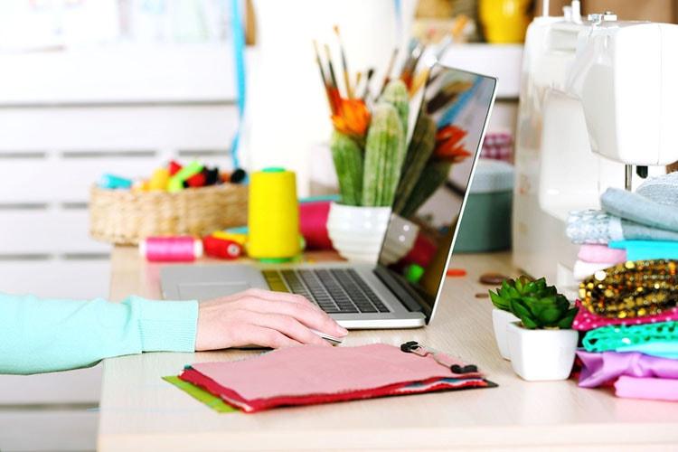 افكار لتزيين طاولة المكتب في العمل (5)