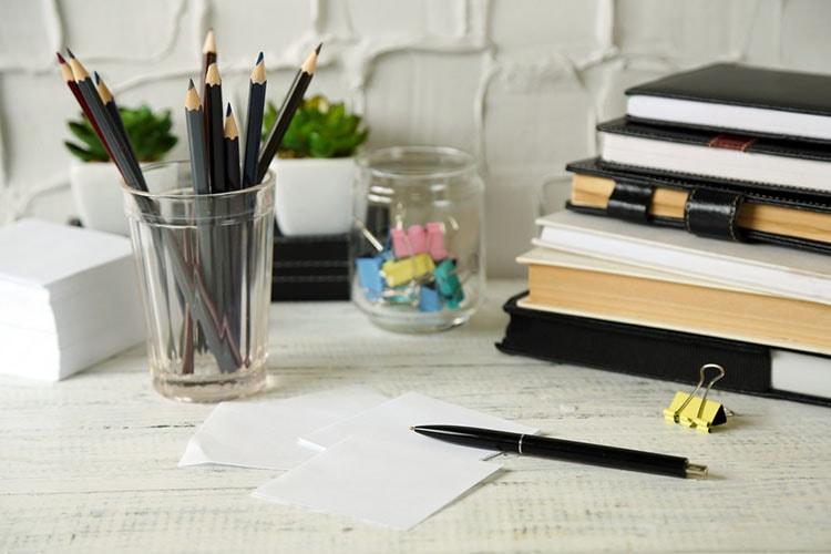 افكار لتزيين طاولة المكتب في العمل (6)