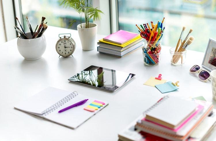 افكار لتزيين طاولة المكتب في العمل (7)