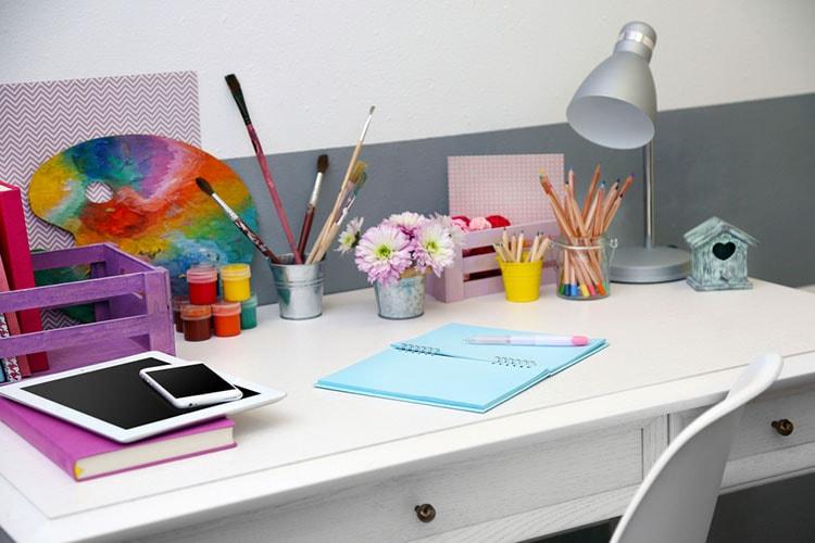 افكار لتزيين طاولة المكتب في العمل (9)