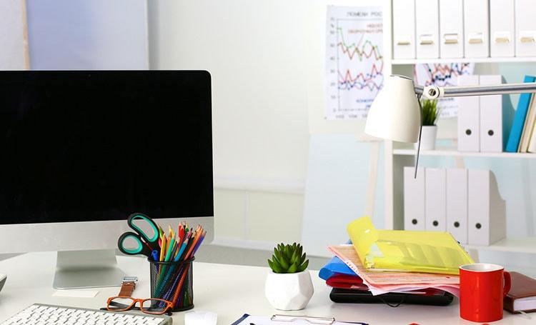 تزيين طاولة المكتب في العمل