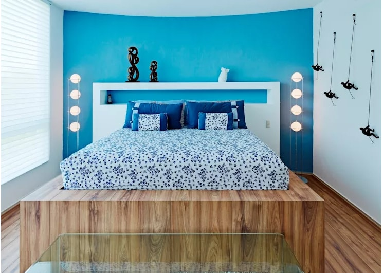 غرفة الأبيض والأزرق محدودة المساحة