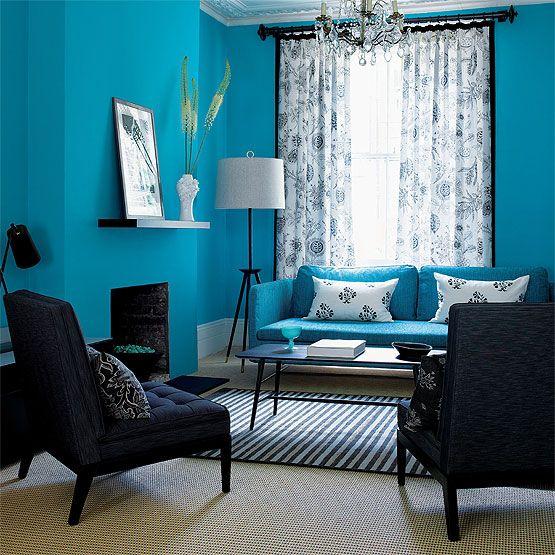 غرفة معيشة باللون التركواز